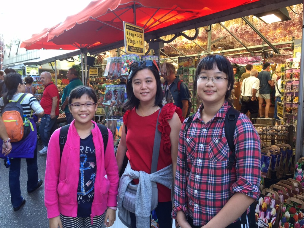 Jasmine, mom and Hoi Ching at the flower market
